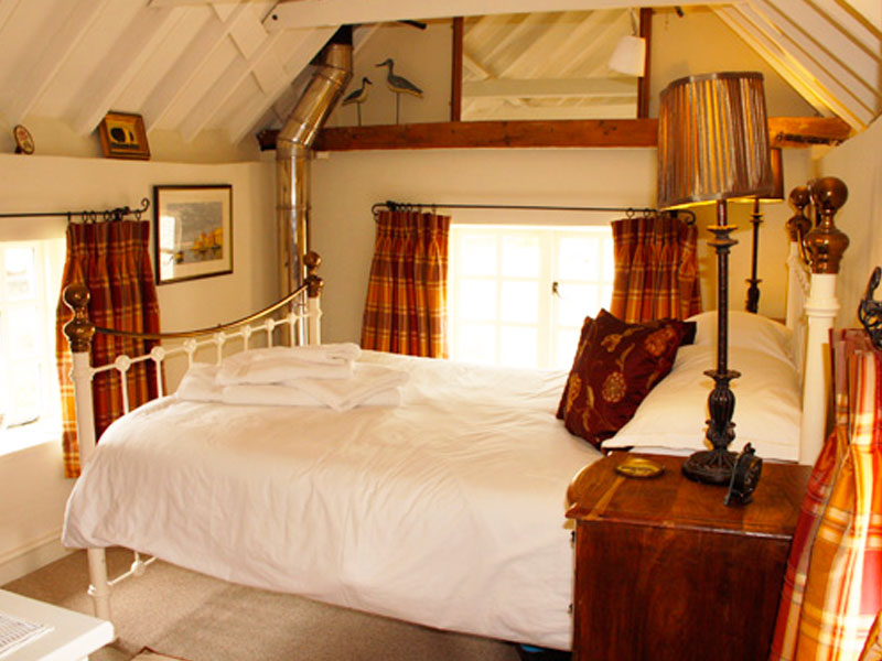The cosy Old Meal House bedroom