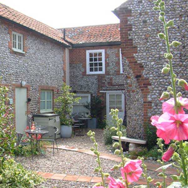 Blakeney Cottages With Outside Space